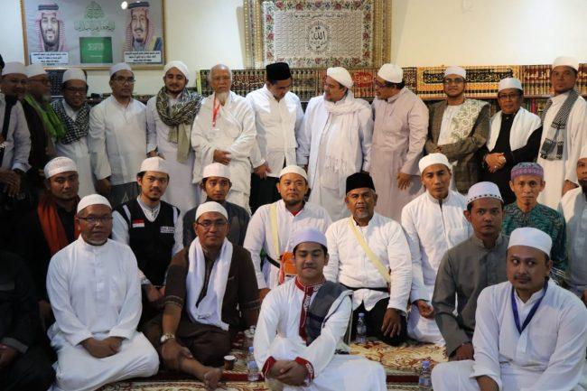 Keluarga Besar KH Maimoen Zubair Silaturahim ke Kediaman Habib Rizieq