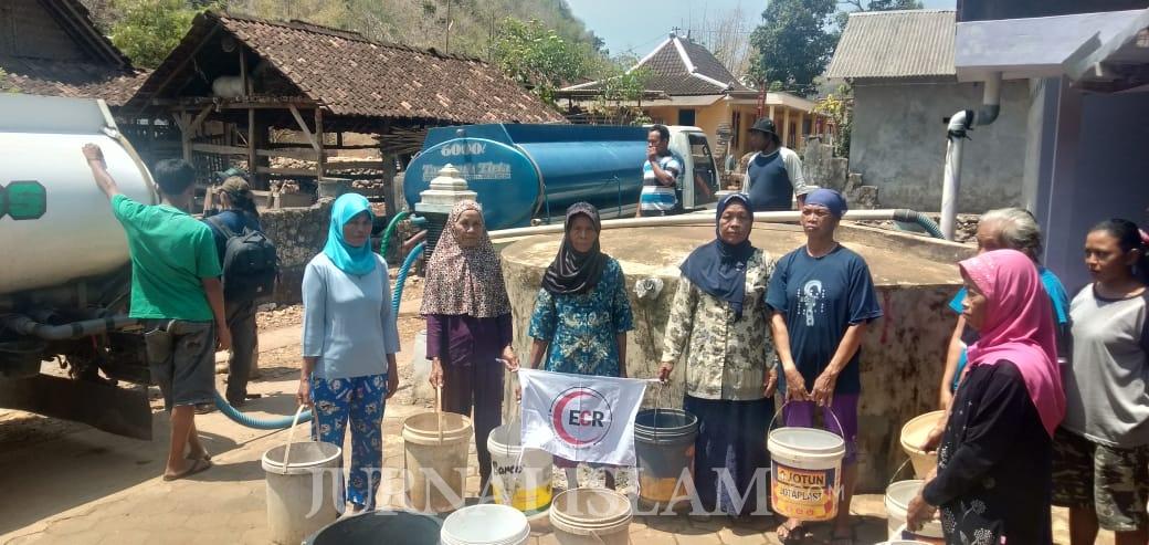 Kemarau Panjang, ECR Bersama Komunitas Muslim Soloraya Berikan Air Bersih di Yogya dan Wonogiri
