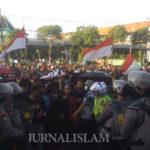 Aliansi Mahasiswa Jawa Timur Geruduk Gedung DPRD Provinsi