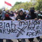 Ratusan Mahasiswa Klaten Ikut Lakukan Aksi Tolak RUU Bermasalah di Depan DPRD