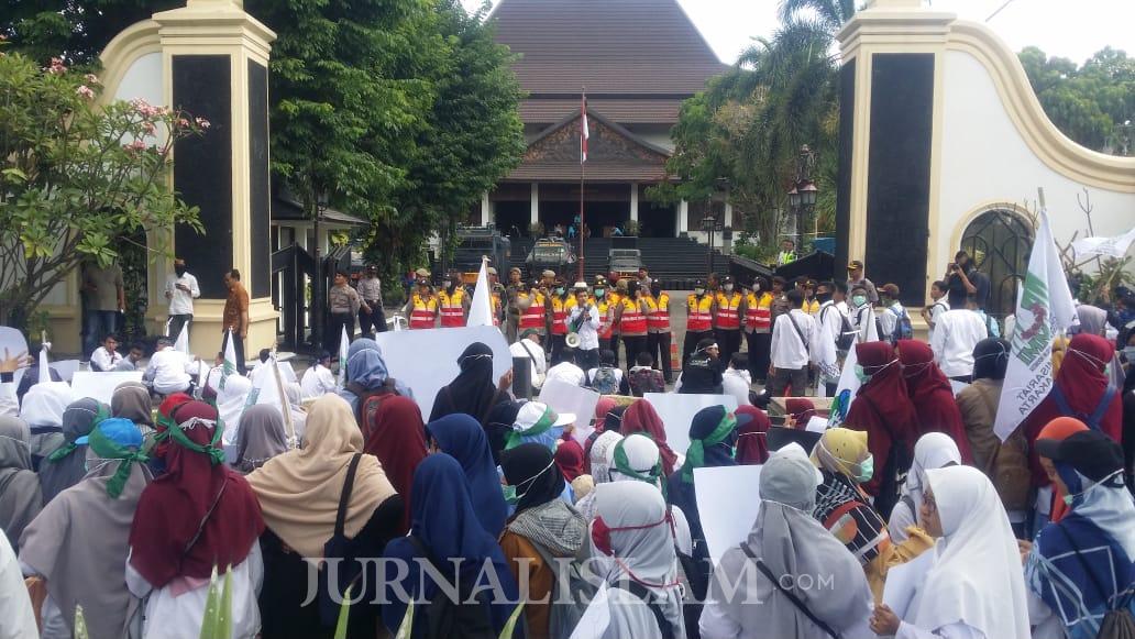 Tolak RUU P-KS, Ratusan Mahasiswa Pembela Pancasila Demo di DPRD Surakarta