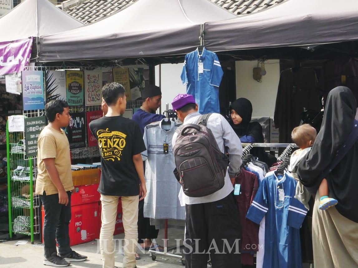 Merchandise dan Aksesoris Muslim United Laris Diborong Warga
