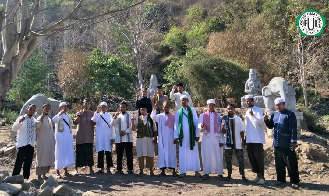 Bertentangan dengan Budaya Lokal, Warga Tolotangga Tolak Patung Wisata di Pantai Wane