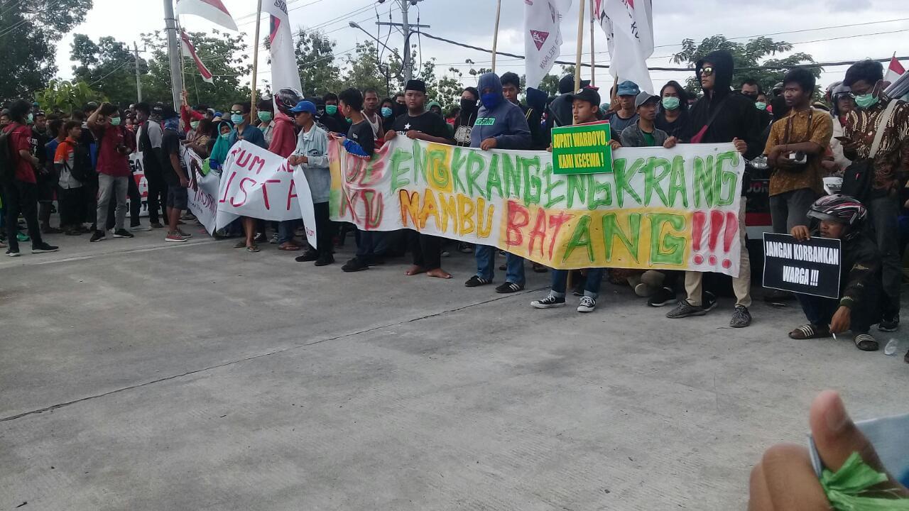 Bau Masih Menyengat, Warga Sukoharjo Kembali Demo PT RUM