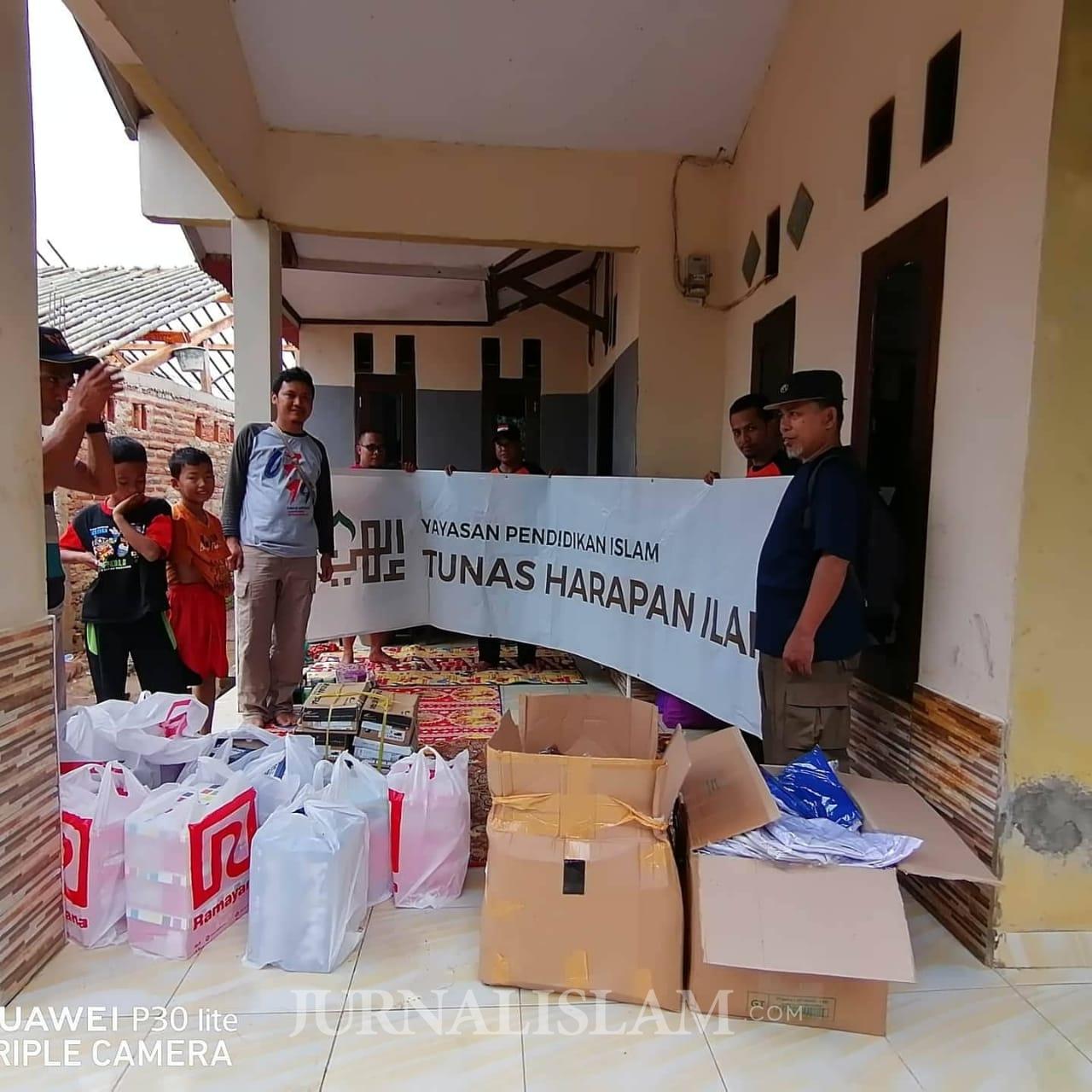 YPI Tunas Harapan Ilahi Serahkan Bantuan untuk Korban Banjir Lebak