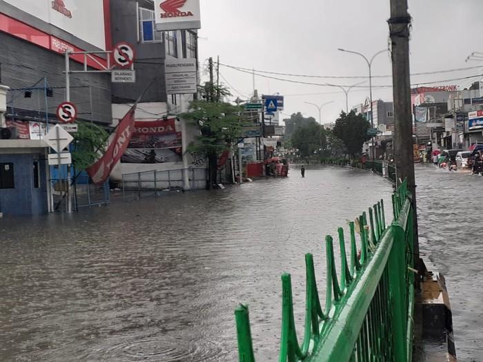 Hujan Deras, Jalan Utama Depok Dilanda Banjir