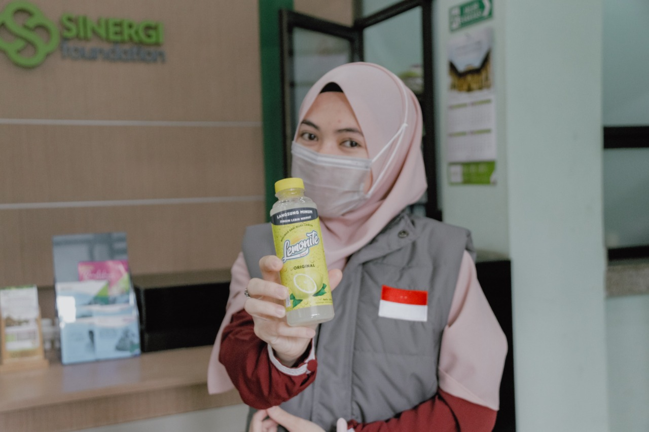 Sinergi Foundation Bagikan Ribuan Minuman Lemon untuk Tingkatkan Imun Tenaga Medis