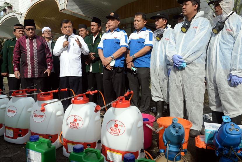 DMI Luncurkan Gerakan Semprot Disinfektan ke 10 Ribu Masjid
