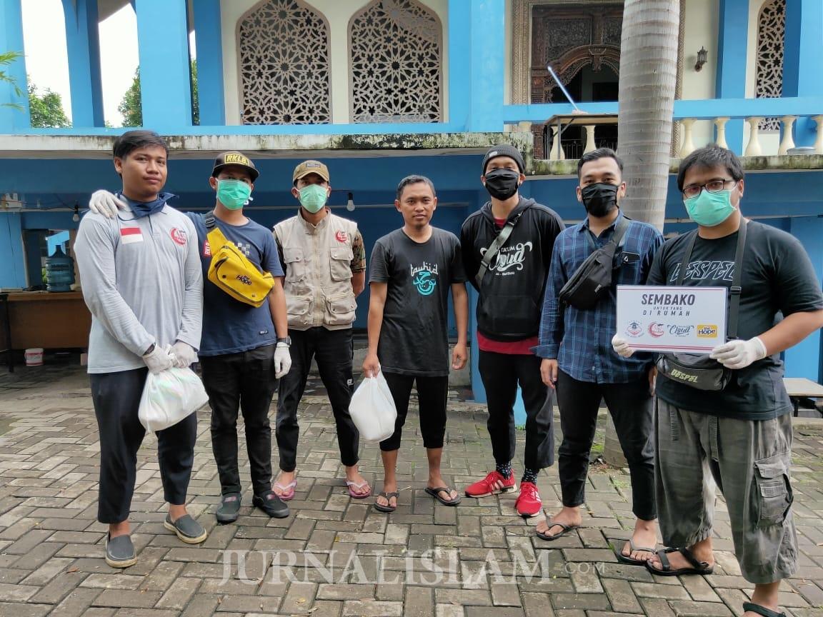 Komunitas Muslim Serang Salurkan Sembako untuk Warga Terdampak Covid-19