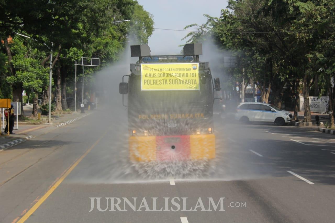 Pemkot Surakarta Lakukan Penyemprotan Disinfektan ke Fasilitas Publik