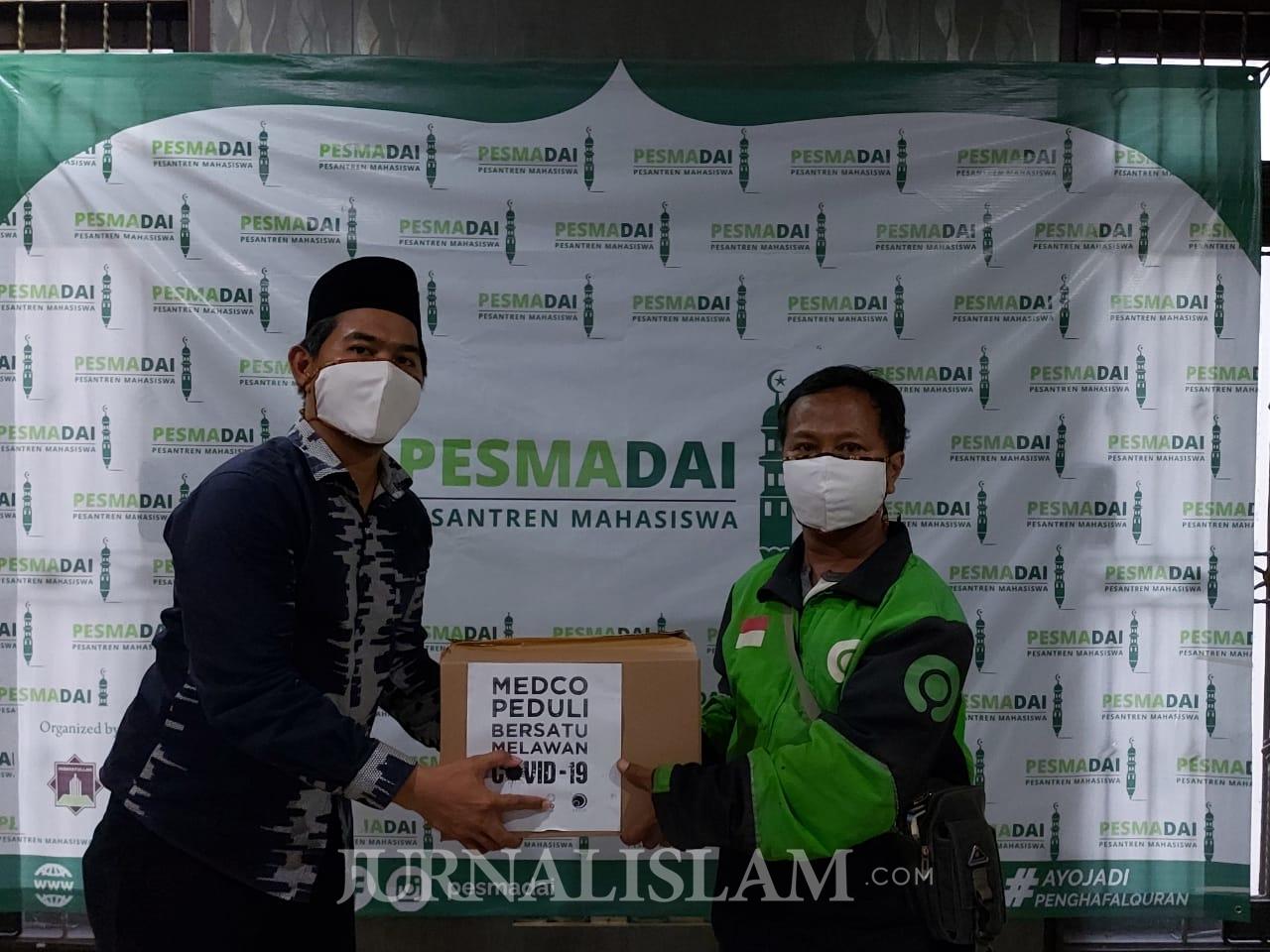 Gandeng Santri Pesmadai, Medco Foundation Salurkan Paket Sembako