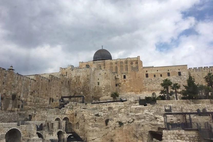 Pemukim Yahudi Serbu Kompleks Masjidil Aqsa