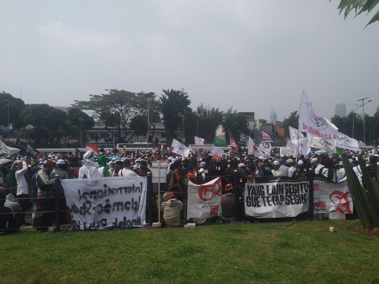Minta RUU HIP Dicabut, Ribuan Massa Anti Komunis Geruduk Gedung DPR