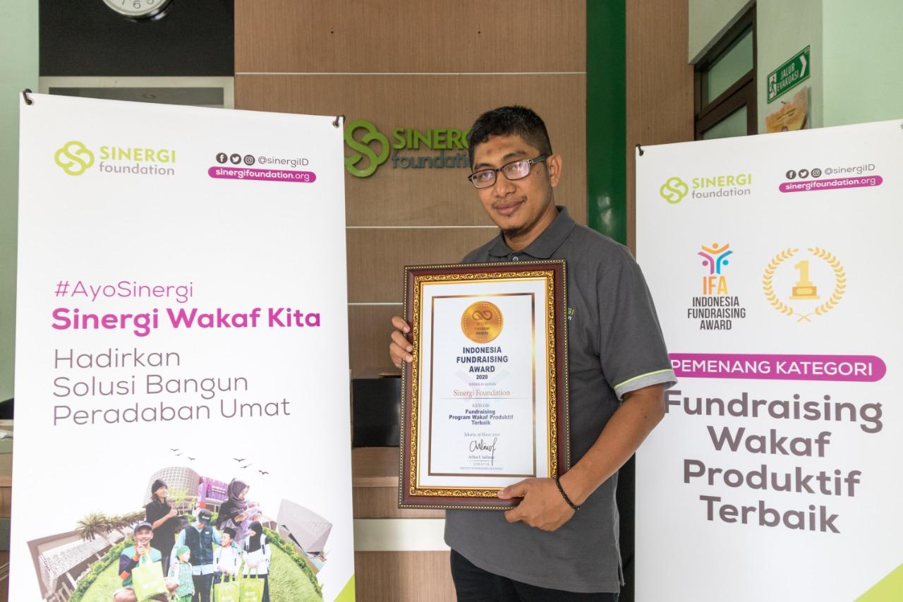 Sinergi Foundation Raih Penghargaan Fundraising Wakaf Produktif Terbaik