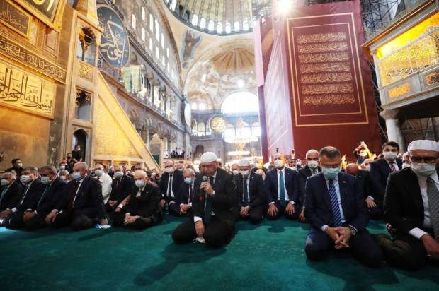 Erdogan di Tengah Ribuan Jamaah Shalat Jumat Perdana di Hagia Sophia