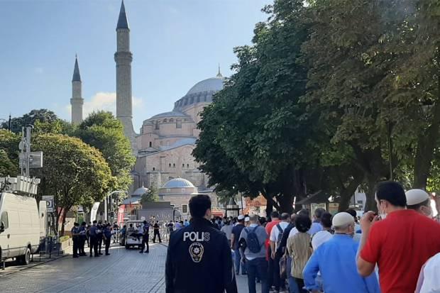 Jamaah Membludak, Masjid Hagia Sophia Dibuka Lebih Awal