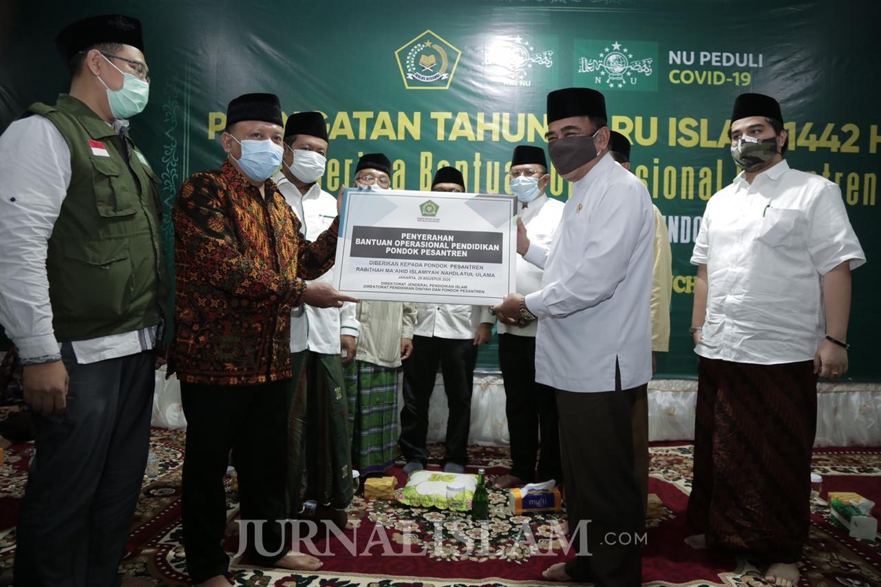 Bantuan Pesantren Cair, Menag Serahkan ke Pesantren NU di Jakarta