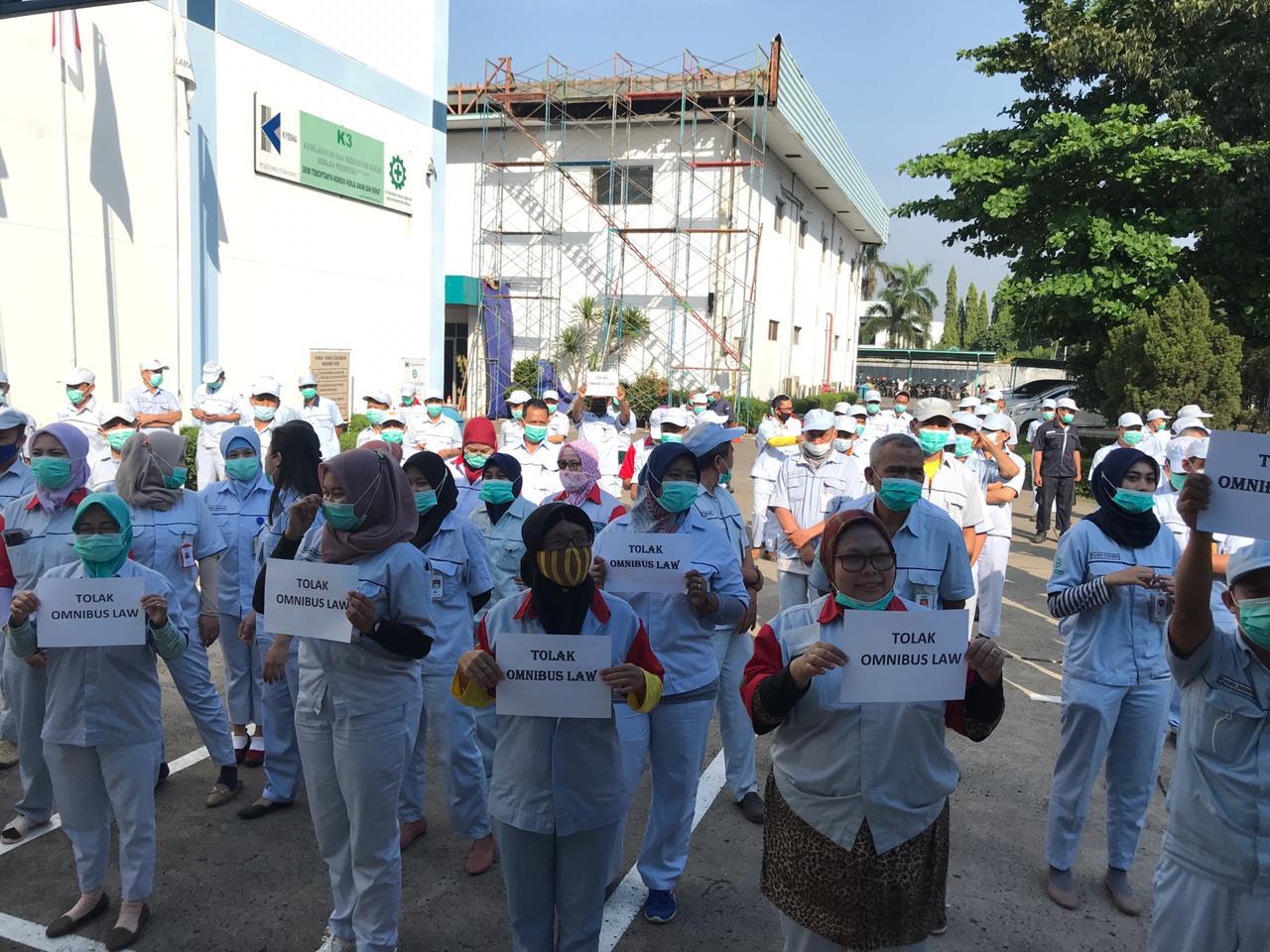 Dinilai Tak Layak Digugat ke MK, Buruh Akan Terus Demo  UU Ciptaker
