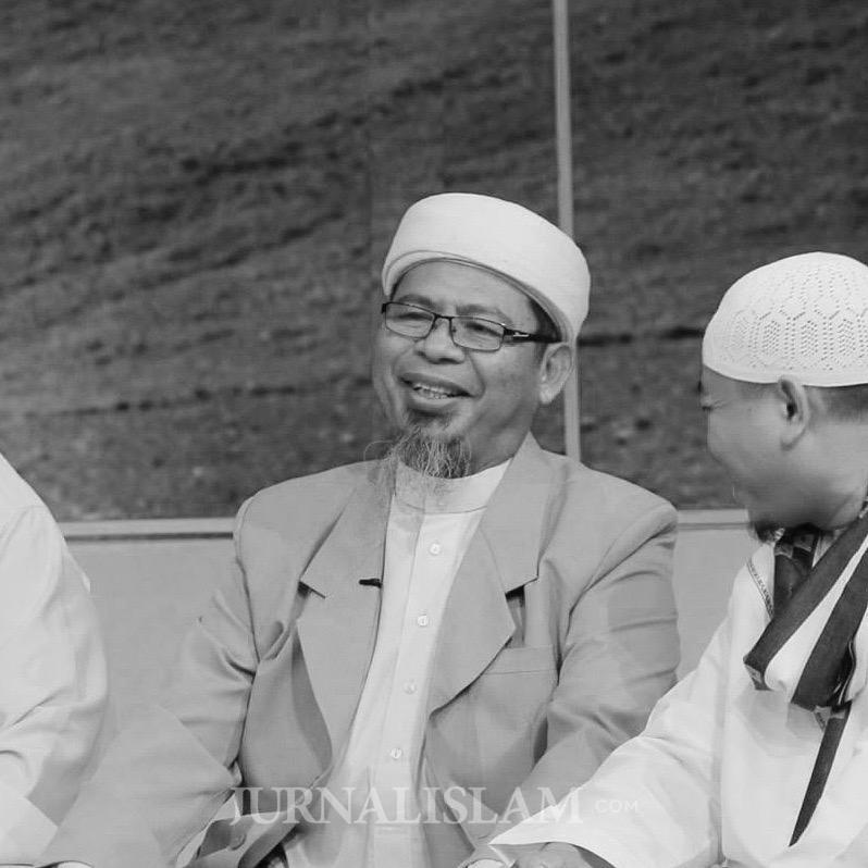 Senyum Kemenangan Abu Jibril
